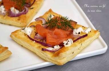 Feuilletés au fromage de chèvre, oignon rouge et saumon fumé