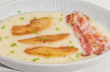 Soupe de céleri aux pommes et lard craquant