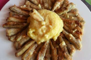 Friture d'éperlan avec de la polenta