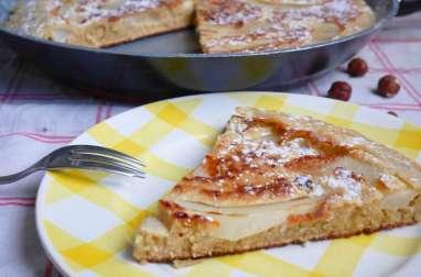 Gâteau à la poêle poires, noisettes et raisins secs