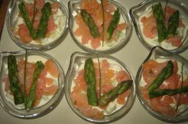 Verrines apéritives asperges vertes, saumon fumé et crème de parmesan