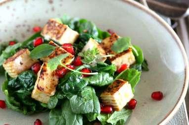 Salade végétalienne épinard et tofu mariné