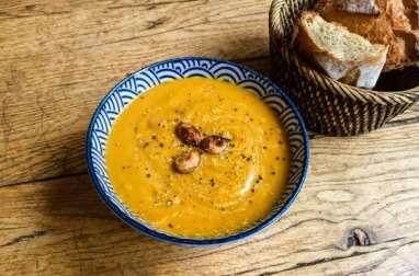 Soupe de potimarron, beterave et lentilles corail