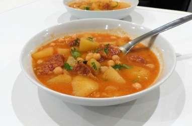 Soupe espagnole aux pois chiches, chorizo et pommes de terre