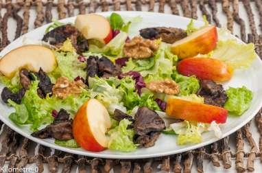 Salade de saison, coulemelles poêlées, pomme et noix