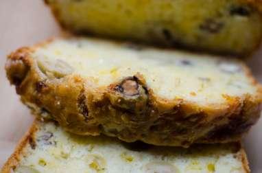 Cake aux olives vertes et aux noisettes