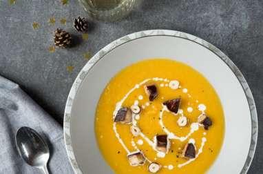 Soupe de butternut, foie gras et noisettes