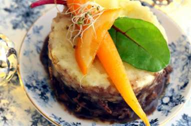 Daube de boeuf, écrasée de pommes de terre et carottes glacées au jus d'orange