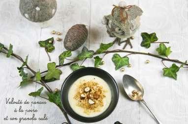 Velouté de panais à la poire et son granolé salé