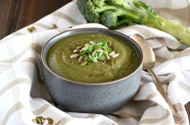 Soupe détox de brocolis et lentilles au cumin