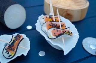 Bouchées de radis noir au saumon et au sésame