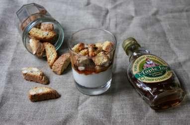 Verrine au yaourt de chèvre, cantuccini et sirop d'érable