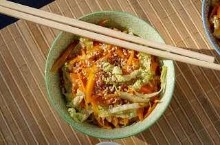 Poêlée de chou chinois et carottes à l'asiatique