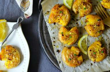 Pommes de terre frappée à l'ail huile d'olive