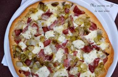 Pizza aux chicons, jambon, mozzarella et miel