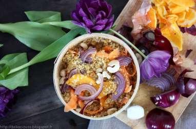 Bol composé quinoa, orange et oignon rouge