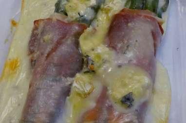 Fagots d'asperges au jambon cru, et crème au Bresse Bleu