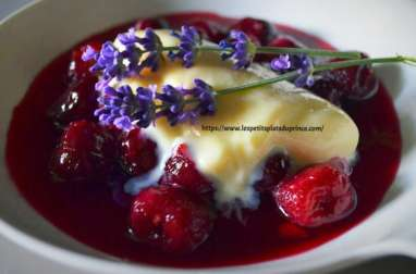 Soupe de cerises noires et glace à la lavande du jardin