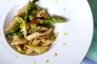 Pennes aux asperges vertes et pistaches