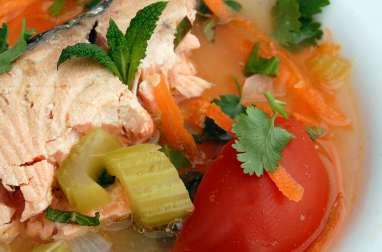 Soupe de tête de saumon à la vietnamienne