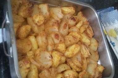 pommes de terre et oignons fondants et dorés en chapelure et épices