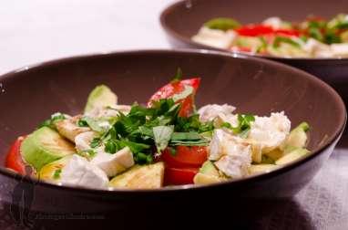 Salade de tomates, avocat et chèvre