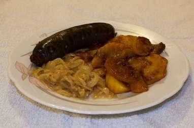 Pomme Pompidou flambée au calvados accompagné de son boudin noir et sa compotée d'oignons