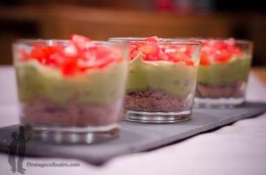 Verrine crème d'avocat, tomate et thon