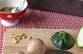 Courgettes farcies au quinoa, endive et champignons