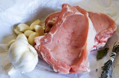 Manchonner une côte de veau ou de porc