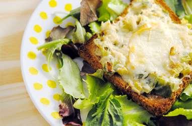 Fondue de poireaux en tartine gratinée