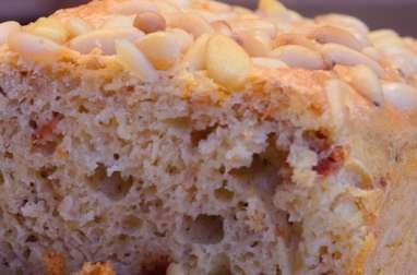 Cake au thon, aux tomates séchées et aux pignons de pin