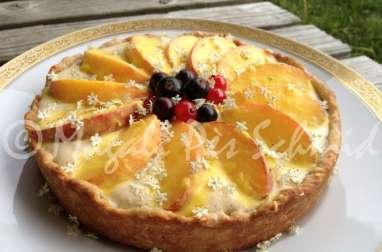 Tarte de pêches jaunes et sirop de fleurs de sureau, sur lemon curd à la nectarine et pâte brisée au sésame
