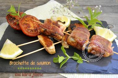 Brochette de saumon roulé au lard fumé