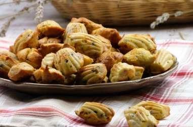 Madeleines salées, lardons, olives et thym