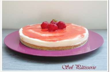 Cheesecake au chocolat blanc et coulis de fraises