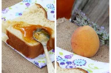 Confiture aux abricots et à la lavande