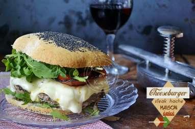 Cheeseburger au steak haché épicé fait maison