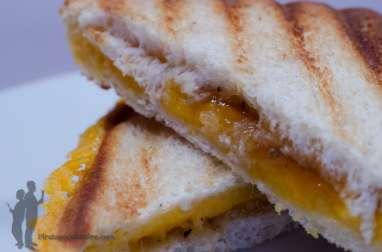 Croque-monsieur au cheddar et au chutney de mangue
