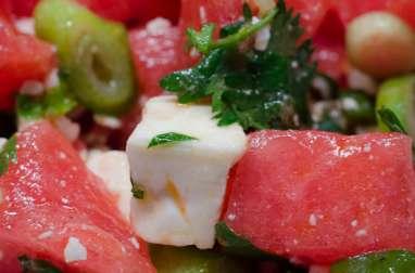 Salade de pastèque, d'oignons nouveaux et de feta