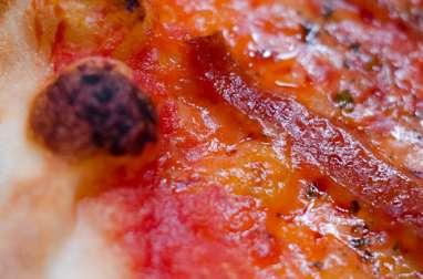 Pizza au chorizo et au comté