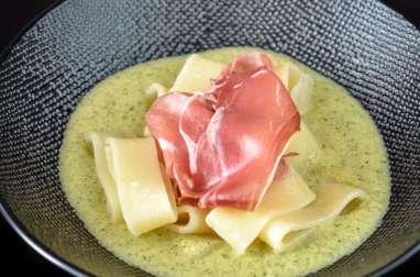Pâtes à la crème de courgette, menthe et parme