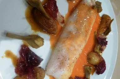 Dos de cabillaud à la sauce aux oranges sanguines, artichauts barigoule et jambon cru