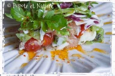 Salade de crabe au pamplemousse et aux kiwis accompagnée de sa vinaigrette au piment d'Espelette