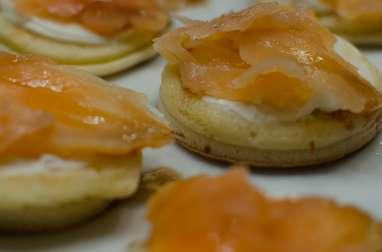 Blinis au saumon fumé et vinaigrette au miel