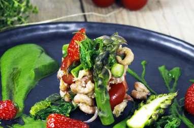 Purée d'asperges vertes, fraises et crevettes grises