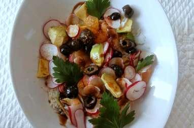 Salade de riz, avocat, pamplemousse, olives noires, radis, curry