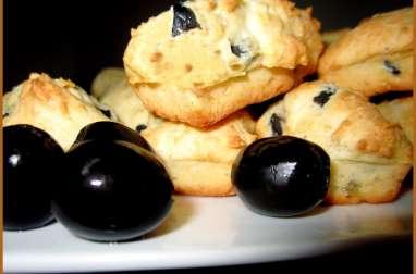 Cakes aux olives noires et au thym