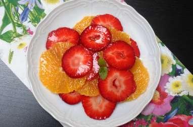 Salade de fraises et oranges au sirop de menthe