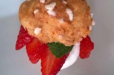 Choux à la crème chantilly et fraises en 2 versions